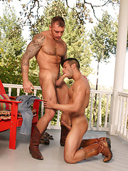 Francesco makes out with David before the boys goes down on each other