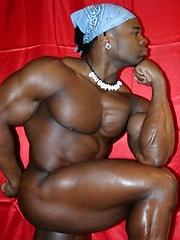 Ebony bodybuilder shows his hot butt
