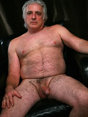 Straight daddy bear, Davo big fat headed cock can blow a quite a huge salty wad
