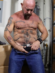 Rough and tough daddy bear Mayhem is always ready for some hot, sweaty and dirty trouble