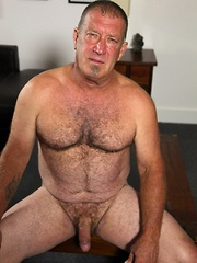 Big bull muscle bear Derik Strong is rough and ready for good ol fashion fucking
