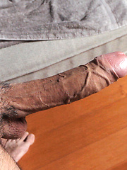 Dude wanking off his big dick