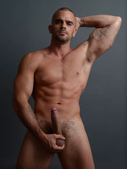 Damien Crosse & Logan Vaughn: Massage Fuck
