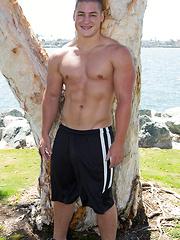 Big muscle stud Forrest